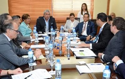 Empresarios y congresistas dominicanos debaten proyecto de Ley de libre acceso a las playas