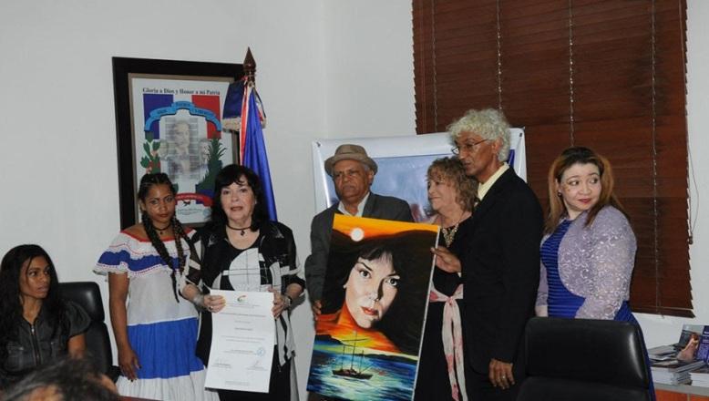 Ministerio de Cultura de RD reconoce a la destacada cantante Luisa María Güell