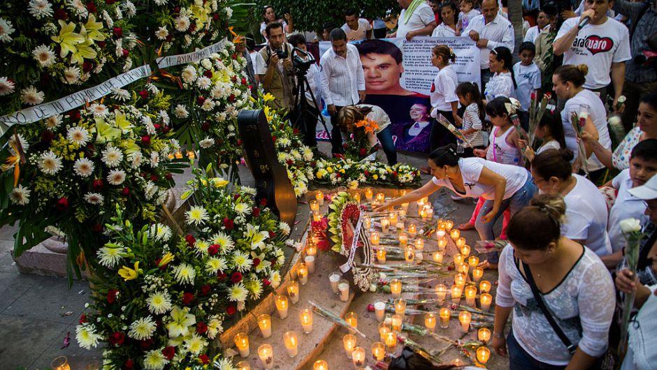Creman cadáver de Juan Gabriel; cenizas serían llevadas a México