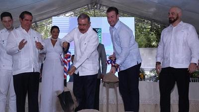 Presidente Danilo Medina da primer palazo para construcción del proyecto Le Parc Beach Front Juan Dolio