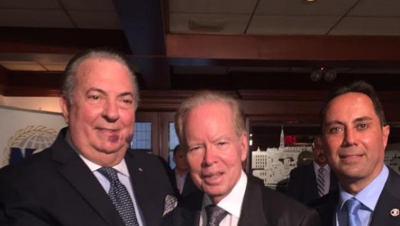 Cónsul Eduardo Selman reconoce al empresario Pepín Corripio
