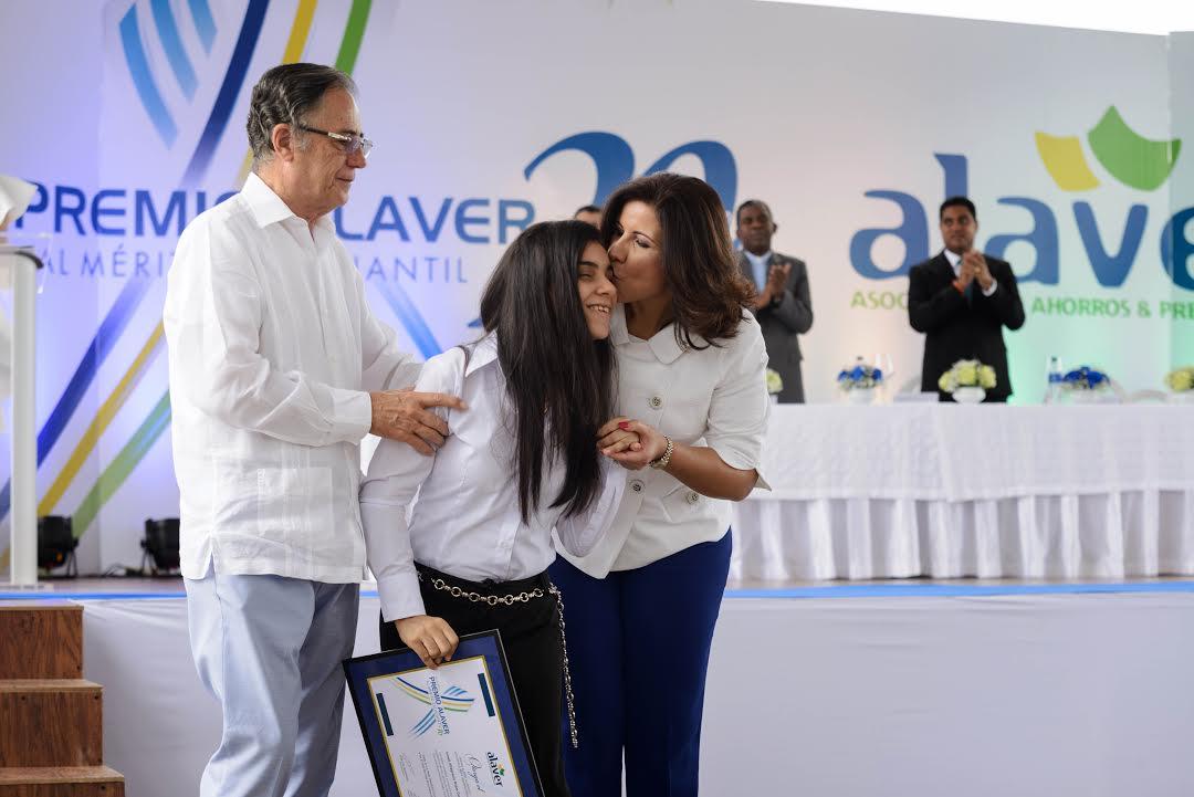 ALAVER otorga premio al mérito a más de tres mil estudiantes