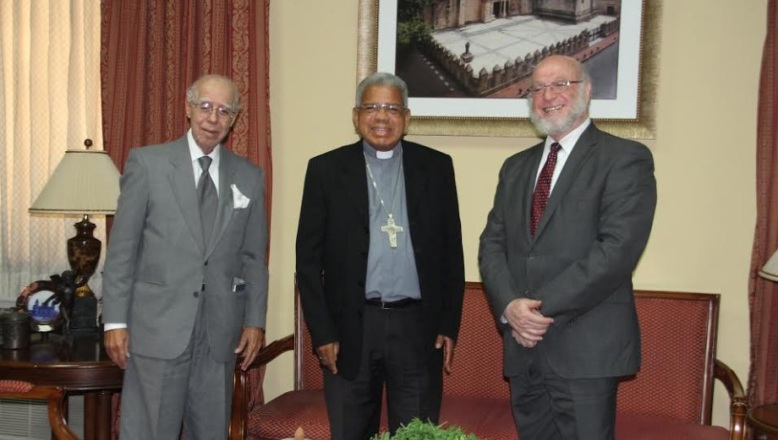 Ministro de Cultura realiza visita al arzobispo metropolitano de SD