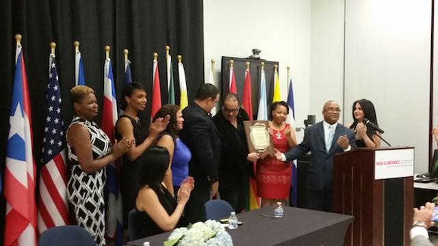 Colegio Dominicano de Periodista reconoce destacado comunicador en Florida