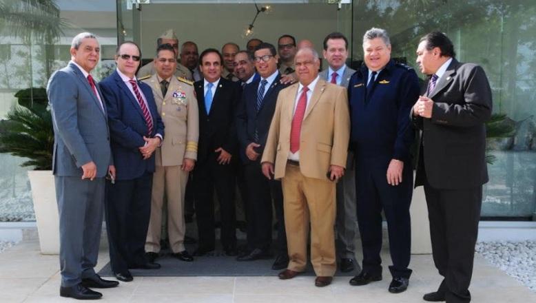 Comisión de diputados se reúne con ministro de Defensa para tratar sobre proyectos