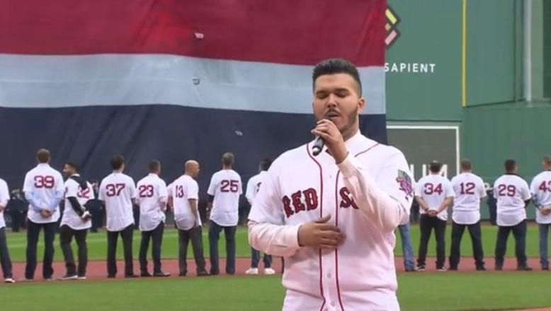 León Yamil, vocalista del grupo BeCrazy, canta himno de RD en despedida David Ortiz