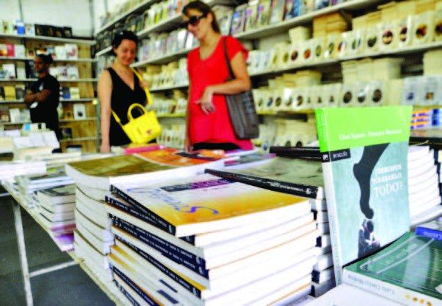 Bajas ventas hacen dudar extranjeros sobre si volver o no a la Feria del Libro