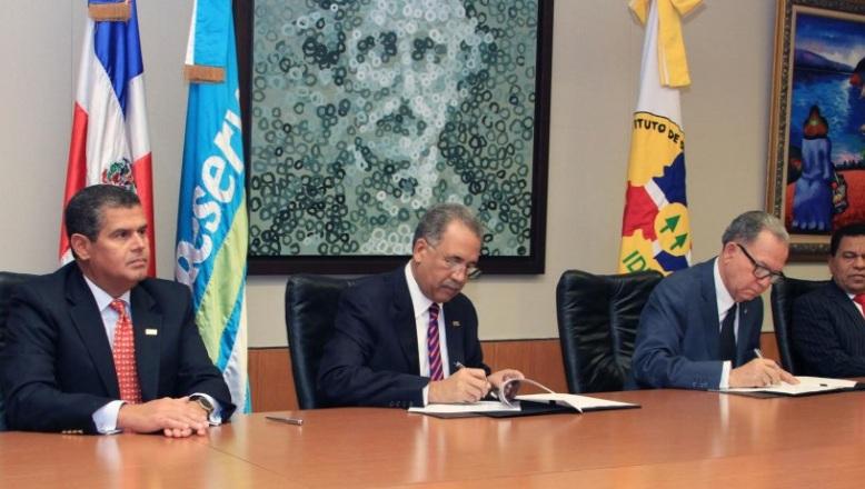 Banreservas firma acuerdo con el IDECOOP busca establecer cooperativas en todo el país