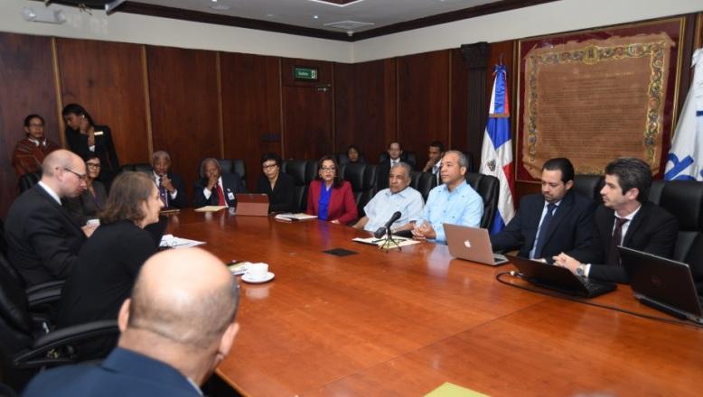 CDEEE y FMI revisan situación y perspectivas sector eléctrico