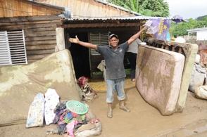 Cinco muertos y 69 comunidades aisladas