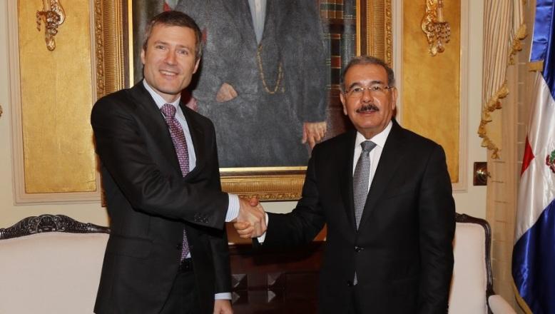 Danilo Medina recibe al presidente de Altice Dominicana; empresa apoyará República Digital