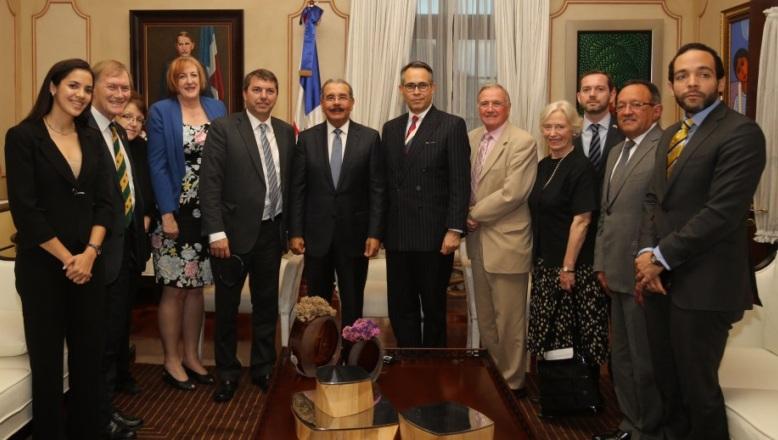 Presidente Danilo Medina recibe delegación de parlamentarios del Reino Unido
