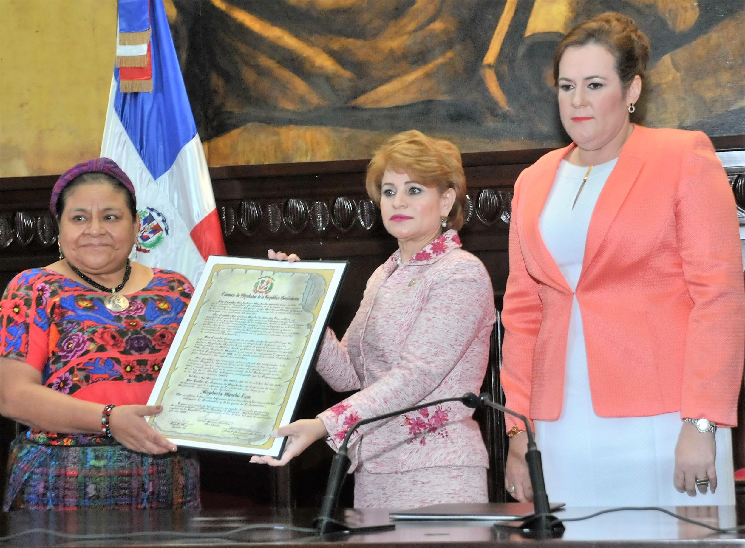 Cámara de Diputados reconoce a la Premio Nobel, Rigoberta Menchú