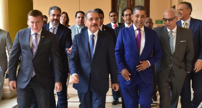 Danilo Medina le dio algunos consejos a Adriano Espaillat