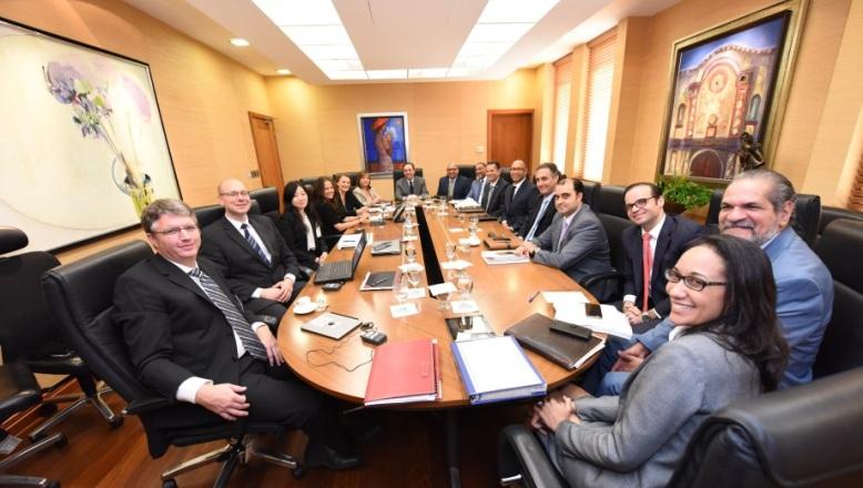 Misión FMI inspecciona economía RD; Valdez Albizu le dice Gobierno corrige evasión fiscal