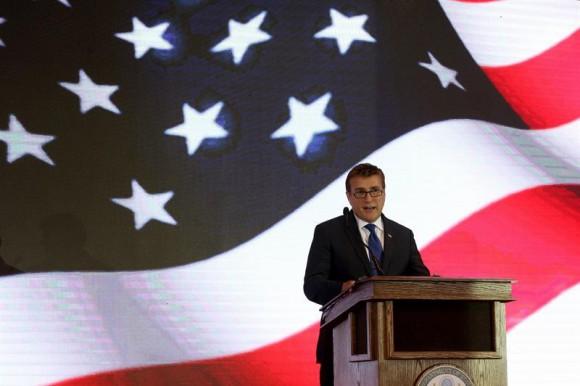 """Embajador de EE.UU. en R.Dominicana ve democracia """"complicada"""" en ocasiones"""