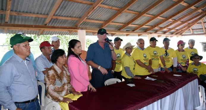 Ganaderos reclaman intervención del Gobierno a crisis de comercialización de leche