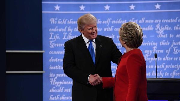 Grandeza ; Hillary Clinton felicitó a Donald Trump por teléfono