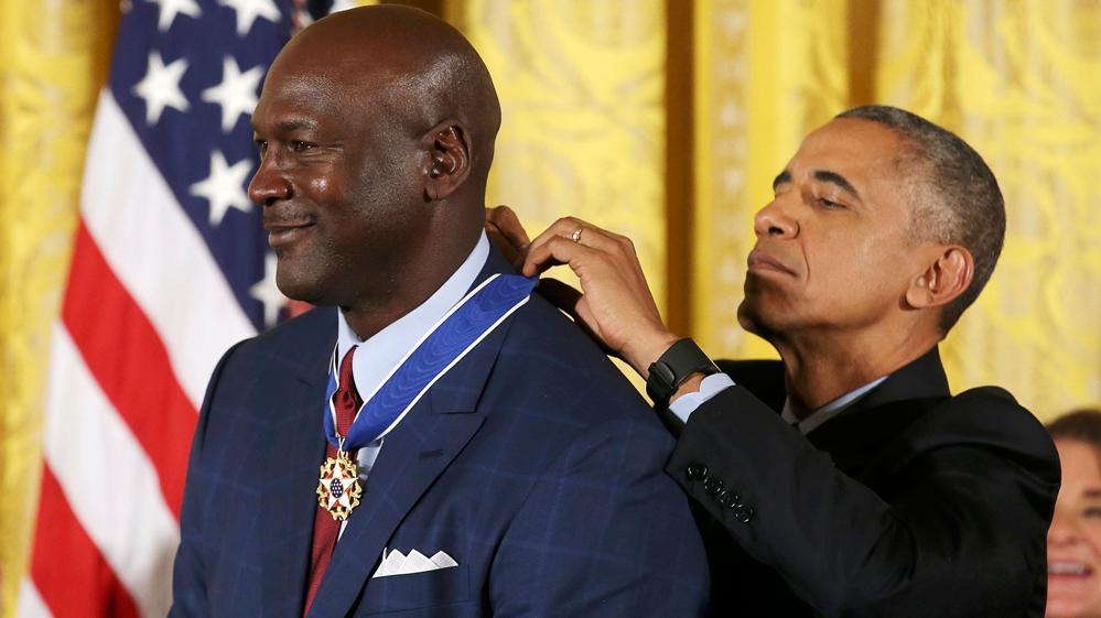 HISTÓRICO ; Barack Obama entrega medallas de la libertad a Michael Jordan , Robert de Niro, Bill Gates ,entre otras personalidades