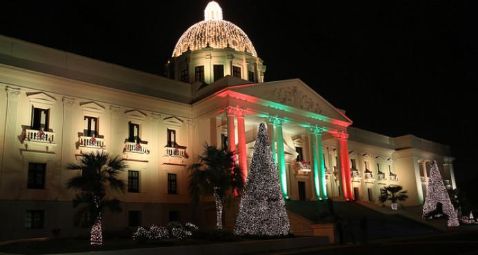 Las luces de Navidad se encienden en el Palacio Nacional