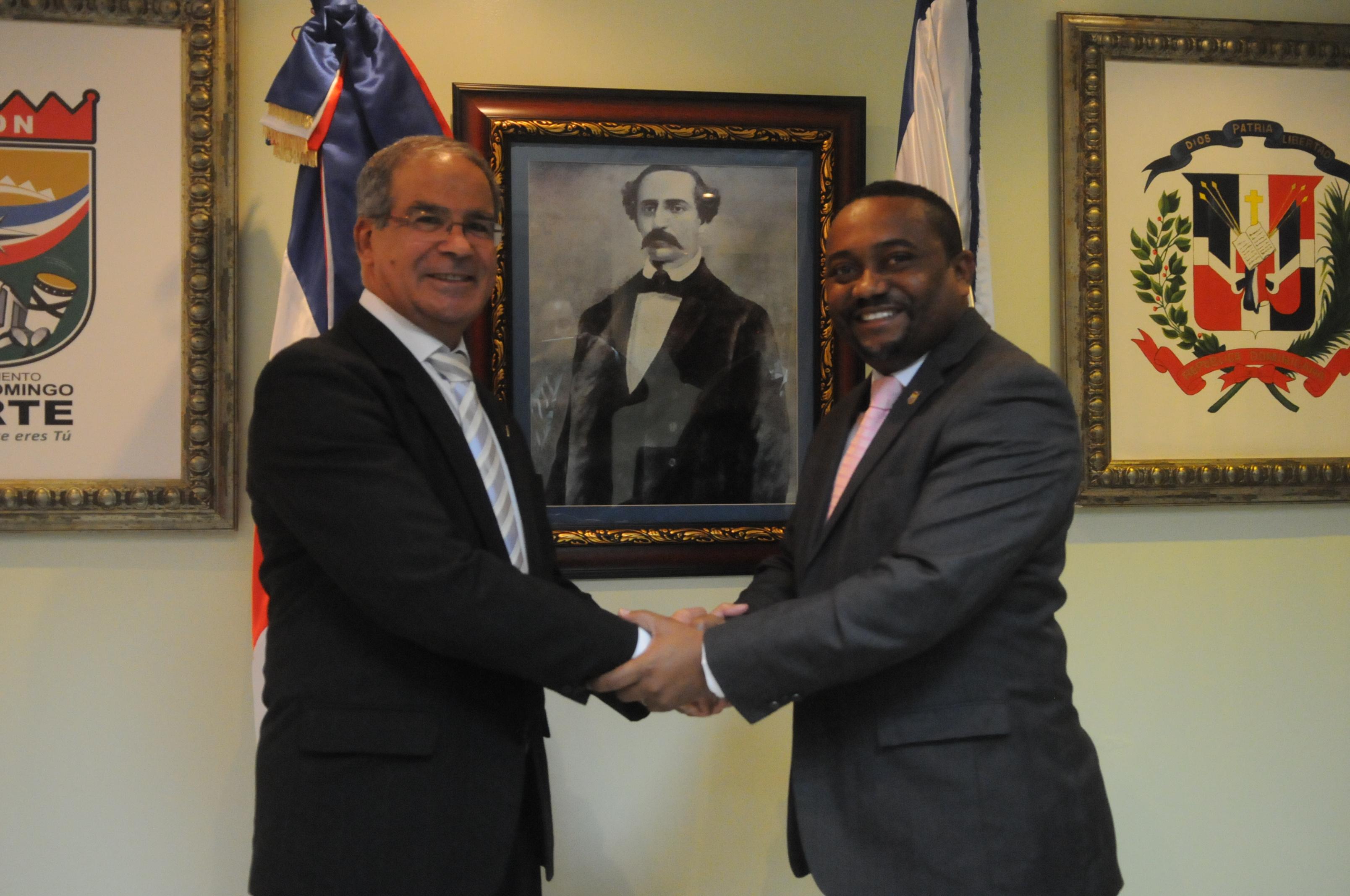 Alcalde René Polanco recibe visita del embajador de Israel, Daniel Saban