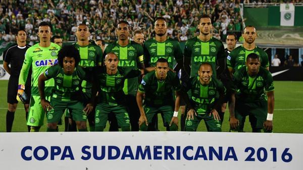 Se estrelló en Colombia avión que llevaba futbolistas del Chapecoense: reportan  25 muertos
