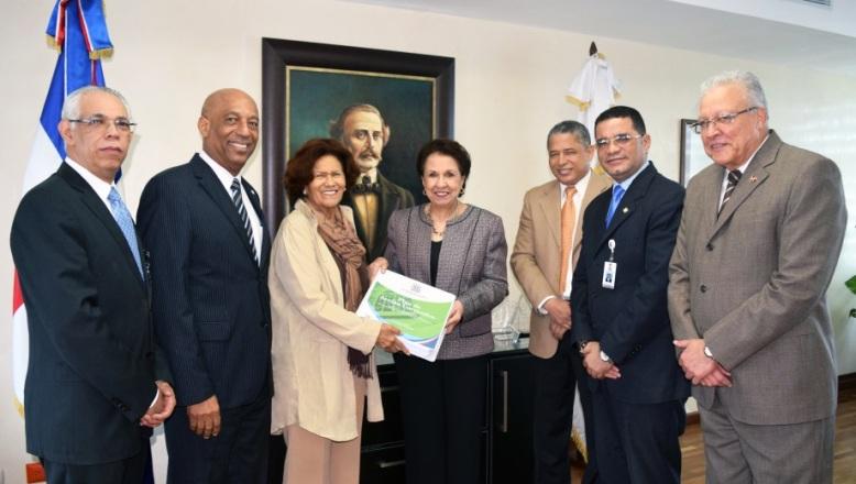 Zoila Martínez resalta compromiso de Defensor del Pueblo con transparencia