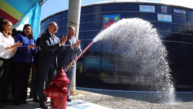 Presidente Danilo Medina inaugura acueducto en SDE