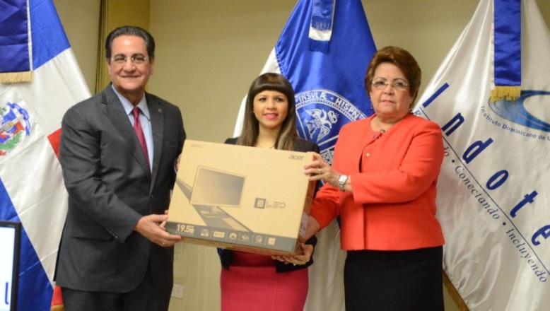 Indotel entrega 1,000 computadoras a la UASD para estudiantes