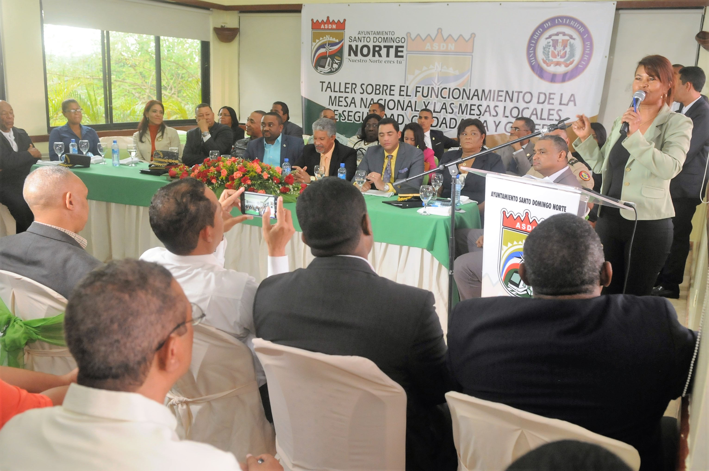 Alcaldía SDN y autoridades realizan taller sobre Mesas de Seguridad, Ciudadanía y Género