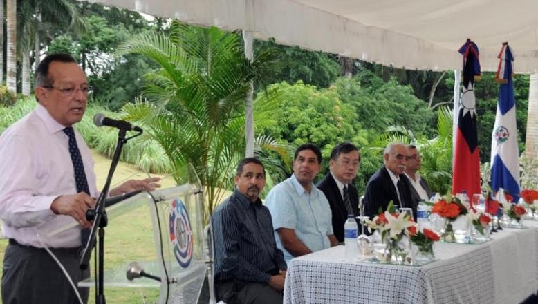 Agricultura y entidades internacionales inauguran invernaderos de cítricos