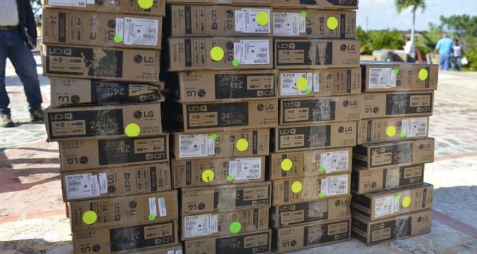 Aduanas recupera 893 televisores de los robados en el puerto de Boca Chica