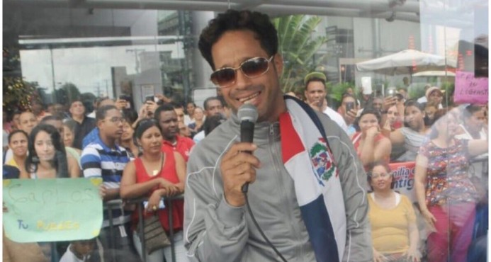 Carlos Silver rompe récord Guinness de más horas cantando