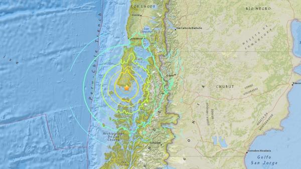Chile sufrió un terremoto de 7,7 grados que dejó daños materiales: levantaron el alerta de tsunami