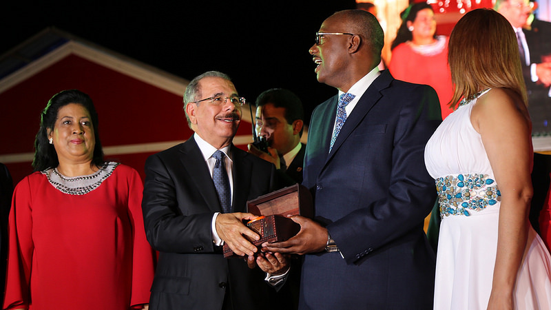 Presidente Danilo Medina enciende luces del parque temático Vive la Navidad