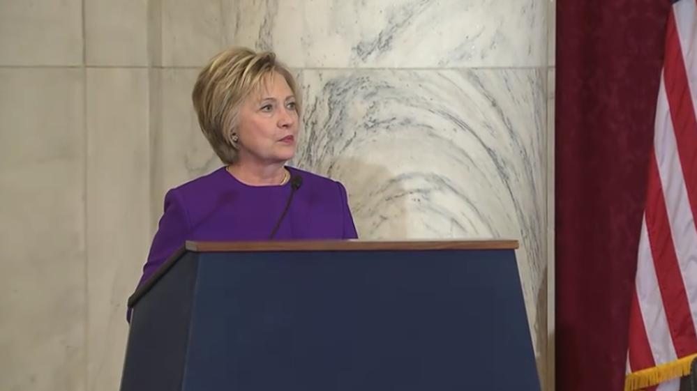 Hillary Clinton: Las noticias falsas son un peligro que debe ser abordado