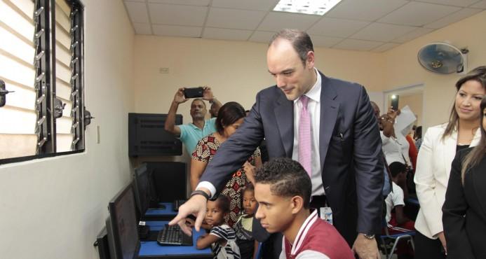 Presidente de Indotel anuncia entrega de un millón de computadoras