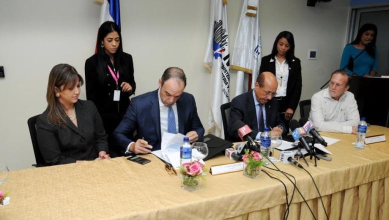 Industria y Comercio e Indotel firman acuerdo para dotar de tecnología a 1,500 Mipymes