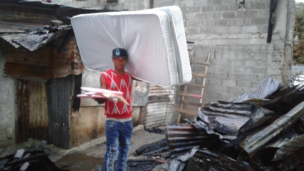 Plan Social de la Presidencia lleva ayudas a familias tras incendio en Las Ochocientas