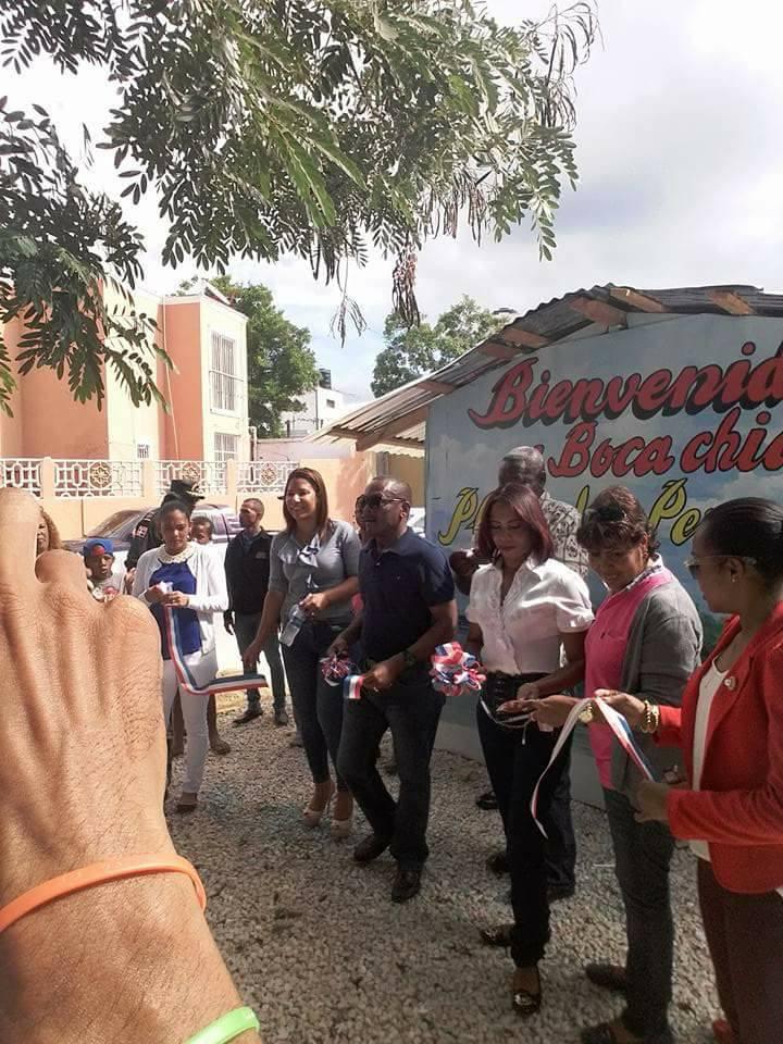 Alcalde Radhames Castro entrega 30 locales comerciales