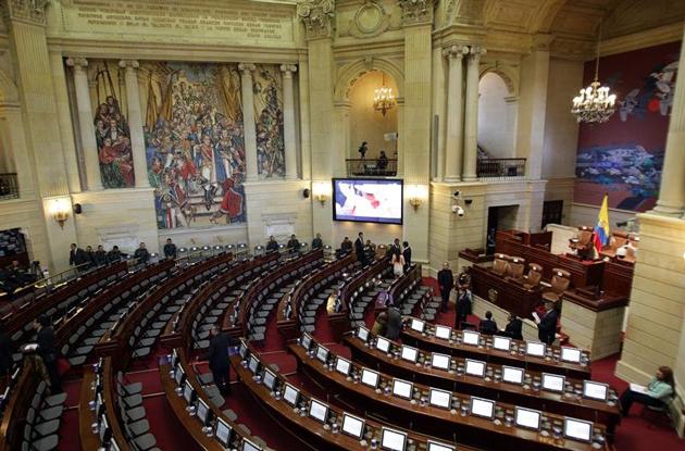 Senado de Colombia aprueba acuerdo de paz con la guerrilla de las Farc