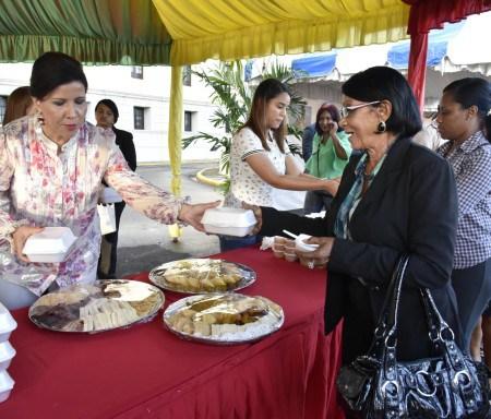 Vicepresidenta celebra la Navidad con participantes de Progresando con Solidaridad