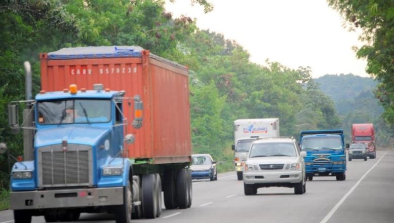 Tránsito Terrestre prohíbe circulación vehículos pesados por asuetos de Navidad y Año Nuevo