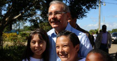 Danilo Medina acude en solidaridad con niños de Hogar Nuestros Pequeños Hermanos