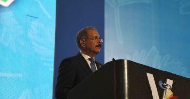 Danilo Medina aboga por mantenimiento políticas de apertura y progreso