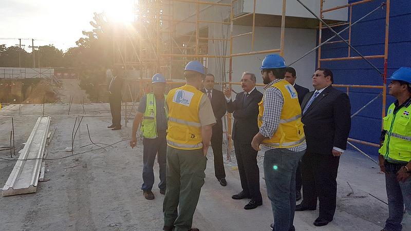Presidente visita Ciudad Juan Bosch y hospital Luis Eduardo Aybar; supervisa trabajos