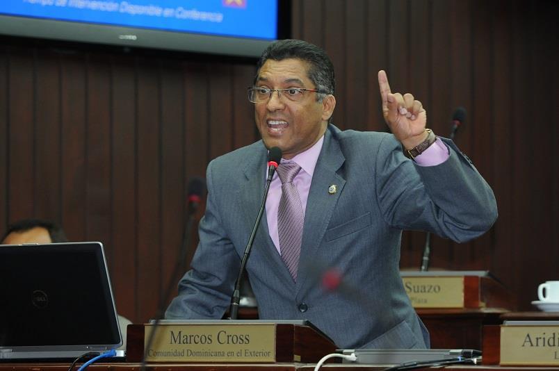 Diputado Marcos Cross opuesto a subida de precios a los servicios consulares en España.