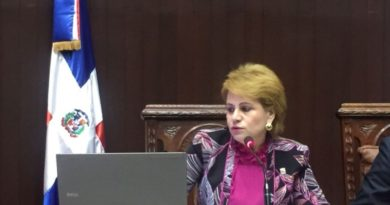 Diputados aprueban proyecto que prohíbe uso de celulares en cárceles