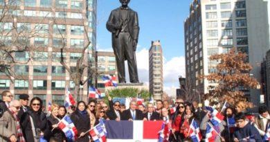Cónsul RD en NY rinde homenaje a Juan Pablo Duarte junto a estudiantes y organizaciones