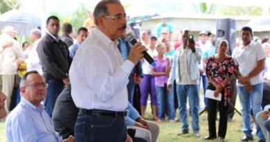 Medina visita productores de cacao en El Seibo y les promete recursos